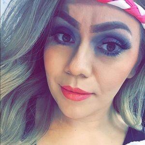 Meet your Posher, Jessica